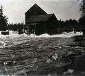 Fallen vid Gölpa innan Tovens vatten leddes över skaftet vid området på Helgerums säteri.