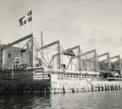"""Vy över arbetet med den nya Restaurang Slottsholmen  Den 15 juni 1950 brann den """"gamla"""" restaurangen ned. Den 18 november påbörjades uppförandet av den nya restaurangen, som invigdes den 17 juli 1952. För publicering av bilden hänvisas till ägaren via Kalmar läns museum"""