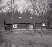 En parstuga med kök, ryttmästareboställe vid hembygdsgården i Kristdala socken. Manbyggnad från Dabbekulla.