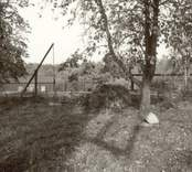 En brunn i en hage i Misterhult.
