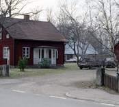 Motiv från Alsterbro glasbruk, som var i drift 1871-1969.