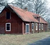 Byggnad vid Alsterbro glasbruk, som var i drift 1871-1969.