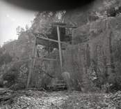 Rester av arbetsplattformar vid Solstad gruva.