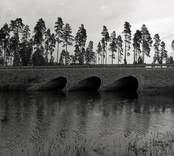Bro över Vapenbäcksån vid Orranässjön, Sjöabro intill vägen Lenhovda-Orrefors-Nybro i Nybro kommun. Foto, ny dragning av riksväg 31. Nya trummor från sydväst.