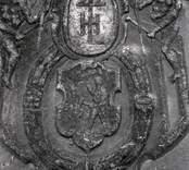 Gravhäll av kalksten, kyrkogården vid Gladhammar kyrka.