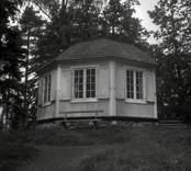 Lusthuset vid säteriet på Odensviholm.