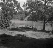 Utsikt över parken i Helgerum, trädgårdspaviljongen.