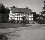 Arbetarbostad från 1800-talet, i korsvirke, vid Gunnebo bruk.