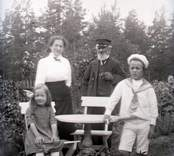 Sven, Kerstin, morfar, mamma 1915