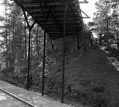 Bro över SJ sydost om Forshult i Oskarshamns kommun. Foto, sydöstra landfästet från nordost.