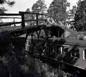 Bro över SJ sydost om Forshult i Oskarshamns kommun. Foto, från ostnordost.