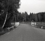 Bro över Illerns utlopp, Illån vid Lömmhult i Oskarshamn. Foto, vägmiljö från väster.