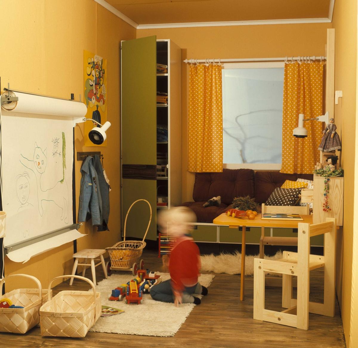Barnerom innredet for ett lite barn. Nye Bonytt 1975-3. Ikke publisert. (Foto/Photo)