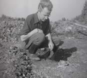 K-G Petersson vid en arkeologisk utgrävning i Sörby, oktober.