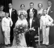 Bröllopsbild. Enligt Walter Olsons journal är bilden beställd av doktor Harald Eskång ifrån Nybro.