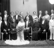 En bröllopsbild. Enligt Walter Olsons journal är bilden beställd av doktor Harald Eskång ifrån Nybro.