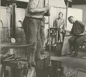 Servisglastillverkning i hyttan i Orrefors.