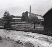 Emsfors bruk är ett pappersbruk, som ligger på ön Krokö vid en fors i Emån. Det första bruket var ett handpappersbruk som startades som Skrufshult 1731 av löjtnanten Eric Rappe på södra sidan av Emån i Mönsterås socken. Det var ett av de första i Småland. 1814 anlades Emsfors handpappersbruk av köpmannafamiljen Callerström, som verkade i trakten i ungefär 170 år. Emsfors var från början även det ett enkelt handpappersbruk, men i och med industrialismen byggdes det om till maskindrift. På 1890-talet installerades sulfitkokare och sulfitbruket startades 1907. Innan sekelskiftet köpte Emsfors bruk Skrufshults pappersbruk, då revs byggnaderna och ett nytt träsliperi byggdes på samma plats. Bruket drevs sedan 1914/1915 av familjen Örn, som drev det med stor framgång. Det köptes av Klippans bruk 1965 och Södra Sveriges Skogsägares Förbund 1972, som i sin tur 1980 sålde bruket till Oskarshamns Industrilo¬kaler AB då Oskarshamns kommun gick i borgen för köpet. Beslutet att köpa och gå i borgen för bruket överklagades och Regeringsrätten fastslog att kommuner inte kan driva någon verksamhet utanför den kommunala verksamheten.  Bruket var verksamt till 1989. I dag bedrivs endast en liten verksamhet på bruket i moderna lokaler, medan det gamla bruket förfaller som ett gammalt minnesmärke över industrihistorien. Efter bruket finns också ton med pappersmassa i skogen samt en förorenad fjärd, Nötöfjärden, där kemikalierna och massan dumpades.  Från bruket gick en två kilometer lång industribana med spårvidden 600 mm till hamnen i Påskallavik. Banan öppnades 1920 och lades ner 1975.   Källa Wikipedia.