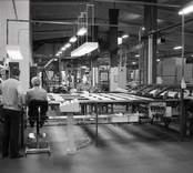 Kährs, Nybro. Produktionen av golv; slutsyningen.