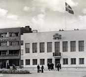 Stora hotellet i nybro,  samt stadshuset till höger på 1930-talet.
