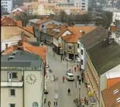 Nybro Centrum,. På bilden syns en del av Storgatan, Skandinaviska Enskilda Banken,Arbetsförmedlingen, Posten, Folkets Hus, vårdcentralen, stadsbibloteket och  Nybro Kyrka