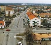 Nybro Centrum med Hornsgatan, Nonnes musik, Karins Grill och  Awes sport