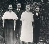 Emil Karlsson tillsammans med Frida Pettersson, Ruth Fredriksson och Nora Fredriksson.