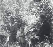 Erik och Alva Pettersson, Forshäll, med sonen Sven-Erik. Alva Pettersson, född Alexandersson.