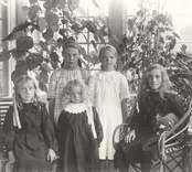 En grupp barn i Mörtfors.