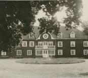 Mangårdsbyggnaden på Tyllinge herrgård.