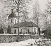 Blackstads kyrka.  Foto från sydöstra sidan, taget efter avverkningen i mars 1969.
