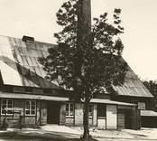 Flerohopp  grundades 1725 som järnbruk och utnyttjade då myrmalm. Som flera andra bruk i området ombildades det till glasbruk under 1800-talets senare år (1891). Namnet är bildat av de tre grundarna Fleetwood, Rothlieb och Hoppenstedts efternamn.