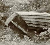 Aktern av den upplagda marknadsbåten.