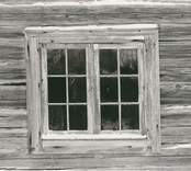 Fönster på en byggnad i Högatorp.