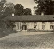 En flygelbyggnad vid Gränsö slott.
