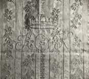 Textil med monogram från Loftahammar kyrka.