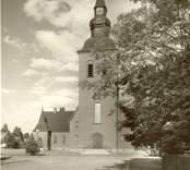 Vykort med motiv av Nybro kyrka.