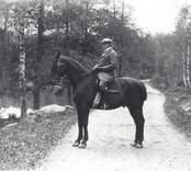 Förvaltare Knut Tillberg till häst 1912.