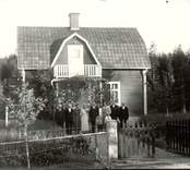 Herman Carlsson med flera personer i Långsjödal 1935.