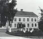 Sjukvårdpersonalen framför Sjukhemmet i Falsterbo  1917.