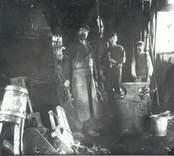 Smeder i arbete i  O. Tolfs Smedja, Falsterbo 1916.