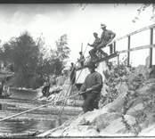 Sundsbro flottarlag i arbete 1916.