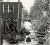Sågen i Kvarnbro, som drevs med remmar och vattenkraft.
