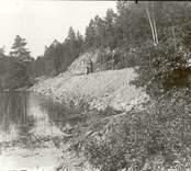 Vy från Hjorted. Till höger i bild pågår ett vägarbete.