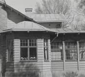 En fastighet med inglasad veranda på Vitudden.