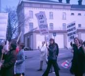 Första majtåg med demonstration mot Vietnamkriget , Västervik1971
