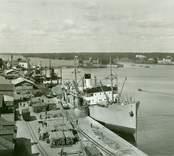 Lastning och lossning av fartyg i Västerviks hamn.