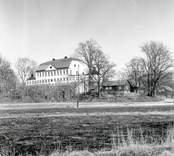 Fredriksbergs herrgård från sydväst.