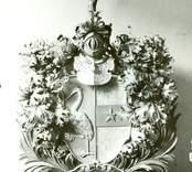 Tranehielms vapensköld i Kristdala kyrka.  Efter restaureringen 1935.
