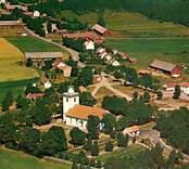 Flygbild över Kristvalla kyrka.